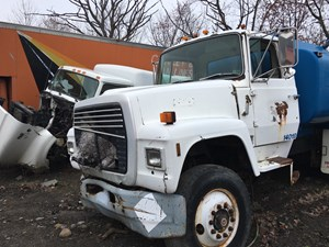 Ford LT8000 - Salvage SV-15