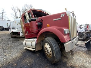 Kenworth W900 - Salvage F73074