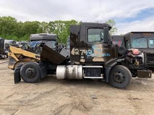 Volvo VNL - Salvage UPS 12743