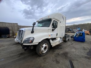 Freightliner Cascadia 125 - Salvage SV-23843