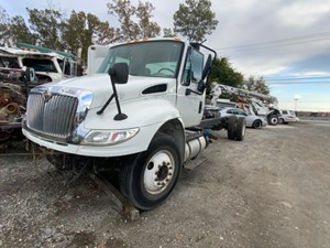 International DuraStar 4300 - Salvage F73009