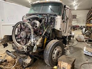 Mack CXU613 - Salvage F56115