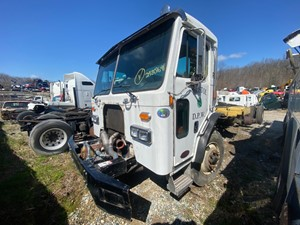 Peterbilt 320 - Salvage F73439