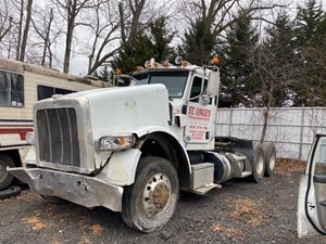 Peterbilt 367 - Salvage F56174