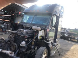 Freightliner COLUMBIA 120 - Salvage SV-214 ONE STOP PARTS