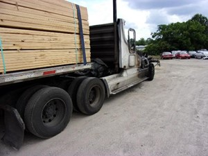 Freightliner ST120 - Salvage SV-196 ONE STOP PARTS