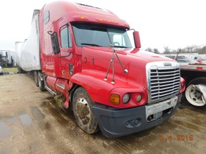 Freightliner ST120 - Salvage SV-152(PARTS ONE STOP)
