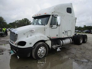 Freightliner COLUMBIA 120 - Salvage SV-39 ONE STOP PARTS