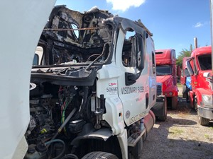 Freightliner Cascadia 125 - Salvage SV-156 ONE STOP PARTS