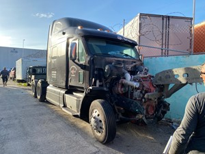 Peterbilt 587 - Salvage SV-360