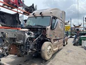 Volvo VNL - Salvage SV-282 ONE STOP PARTS