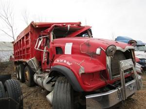 Mack GU713 - Salvage 3