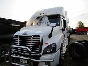 Freightliner Cascadia 125 - Salvage 2