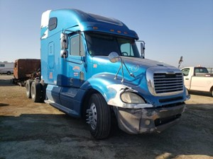 Freightliner COLUMBIA 120 - Salvage 1331