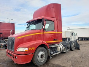 Volvo VNM - Salvage 1105