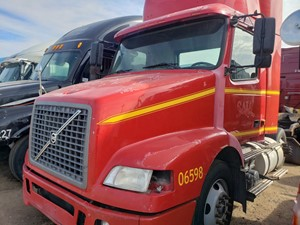 Volvo VNM - Salvage 1106