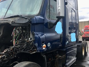 Freightliner Cascadia 125 - Salvage SV-1