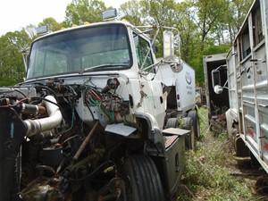 Ford LTA9000 AERO MAX 106 - Salvage TA050