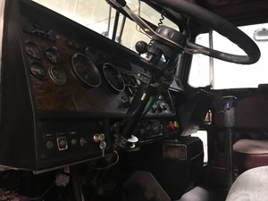 Kenworth T600 - Salvage SV-261