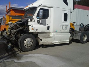 Freightliner Cascadia 125 - Salvage X-17F05