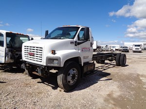 GM/Chev (HD) C7500 - Salvage 674