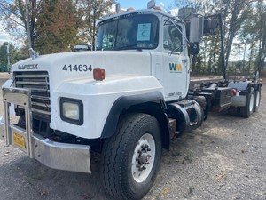 Mack RD690S - Salvage SV-467