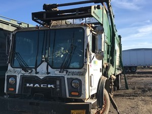 Mack MRU613 - Salvage SV-124