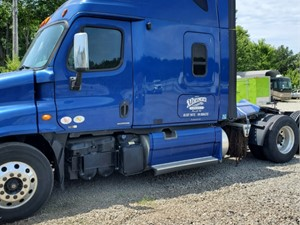 Freightliner Cascadia 125 - Salvage SV-404