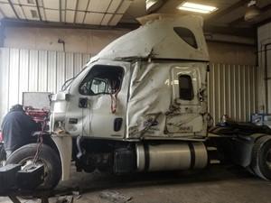 Freightliner Cascadia 125 - Salvage SV-174