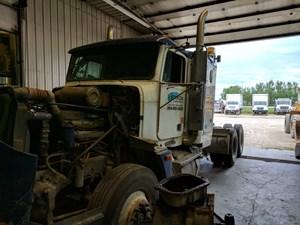 Freightliner FLD120 - Salvage 5
