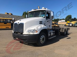 Mack CX613 - Salvage 019917