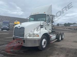 Mack CXN613 - Salvage 003624