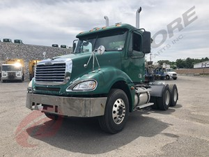 Freightliner COLUMBIA 120 - Salvage W27778