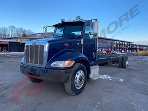 Peterbilt 337 - Salvage 121700