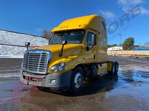 Freightliner Cascadia - Salvage BD2570