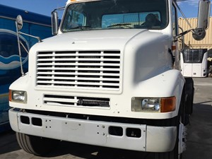 International 8100 - Salvage SV-1712