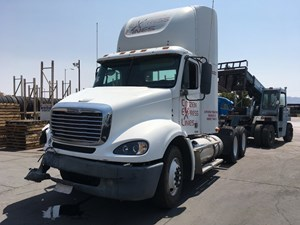 Freightliner Columbia CL11264ST - Salvage SV-1178