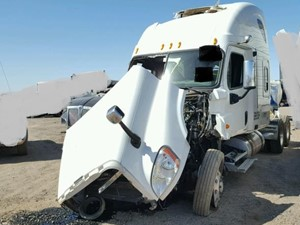 Freightliner Cascadia 125 - Salvage SV-1757