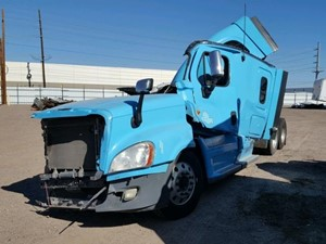 Freightliner Cascadia 125 - Salvage SV-1756