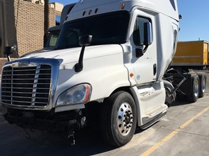 Freightliner Cascadia 125 - Salvage SV-1708