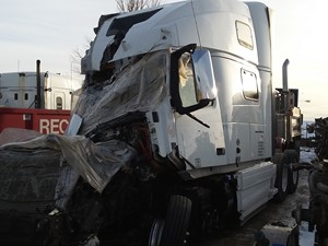 Volvo VNL - Salvage ETP552