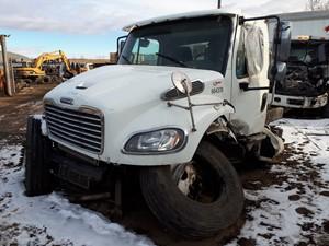 Freightliner M2 106 - Salvage H544