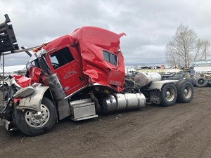 Peterbilt 389 - Salvage ETP769