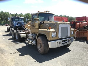 Mack RD686S - Salvage T-SALVAGE-2106