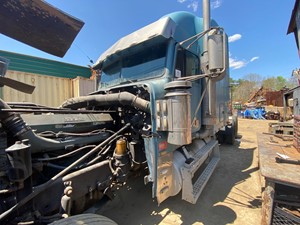 Freightliner CLASSIC XL - Salvage T-SALVAGE-2080