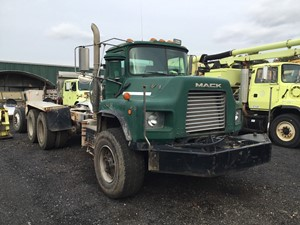 Mack DM690S - Salvage T-SALVAGE-1769