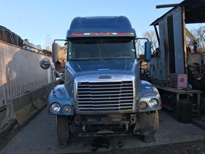 Freightliner CENTURY CLASS 120 - Salvage T-SALVAGE-2011