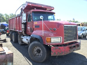 Mack CL713 - Salvage T-SALVAGE-2131