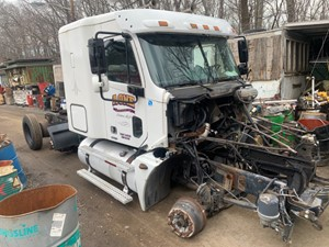 Freightliner COLUMBIA 120 - Salvage T-SALVAGE-2210