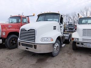 Mack CXU613 - Salvage 8003